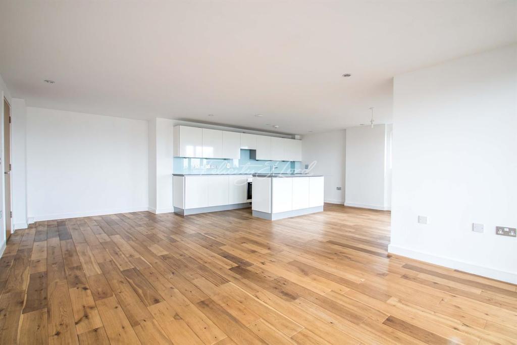3 Bedrooms Flat for sale in Seren Park Gardens, Blackheath, SE3