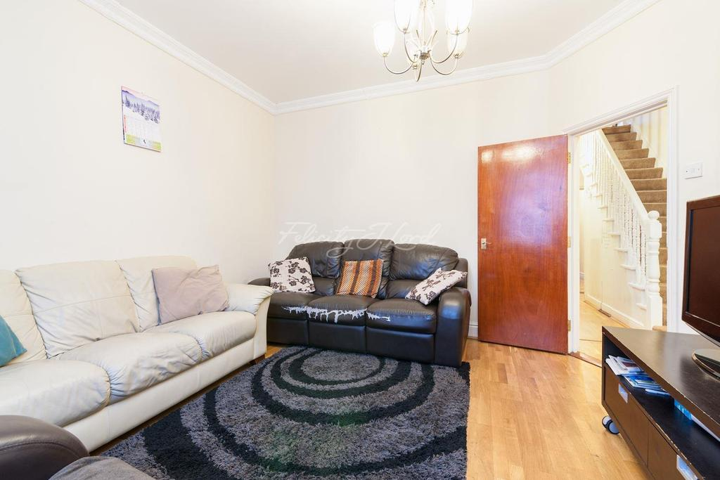 4 Bedrooms Terraced House for sale in Larden Road, Acton W3