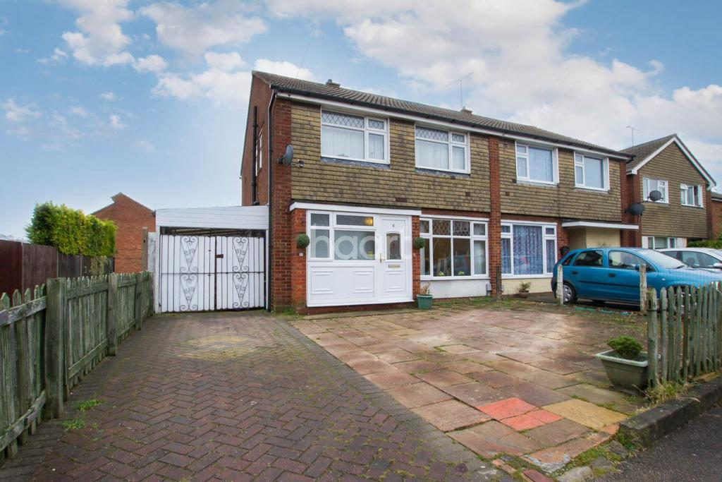 3 Bedrooms Semi Detached House for sale in lewsey farm