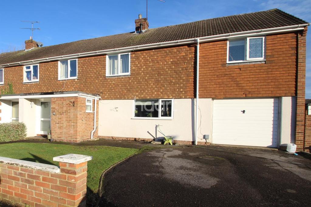 4 Bedrooms Semi Detached House for sale in Fir Close, Fleet, Hampshire GU51 3YU