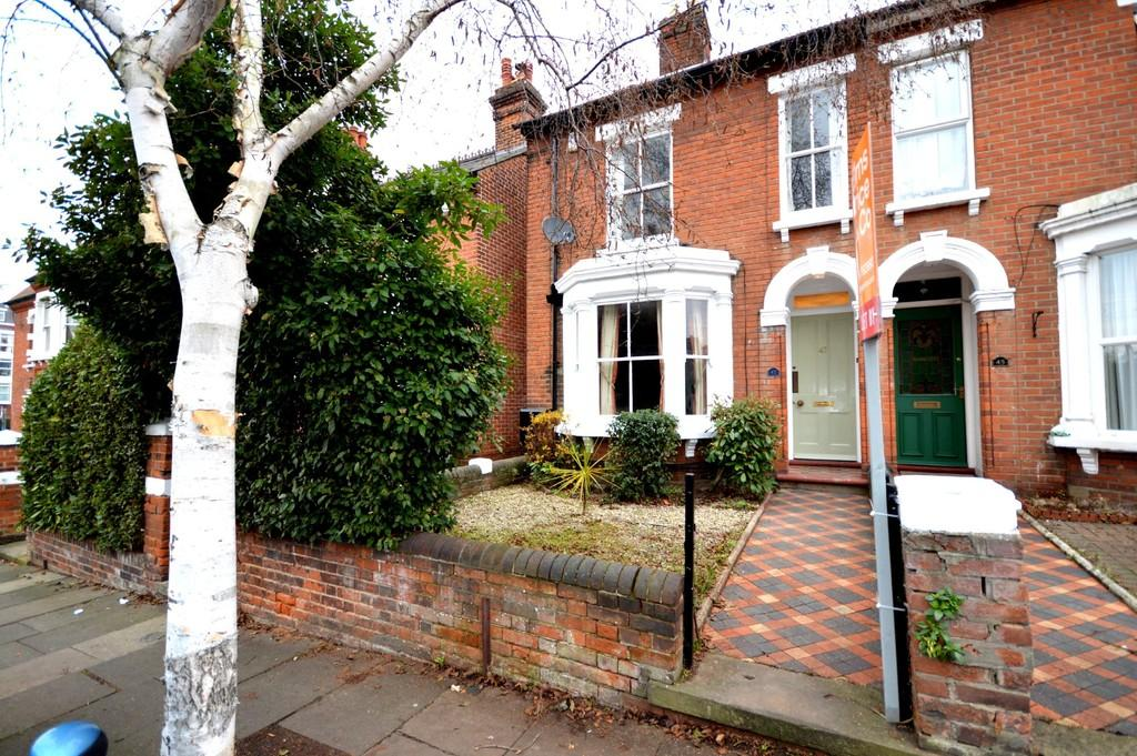 3 Bedrooms Semi Detached House for sale in Beaconsfield Avenue, Colchester