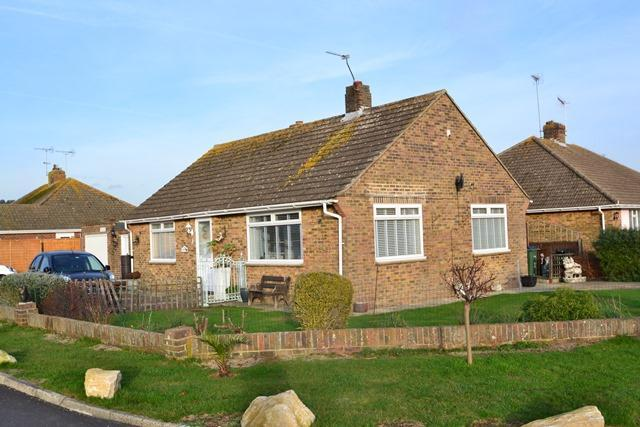 2 Bedrooms Detached Bungalow for sale in Hermione Close, Ferring, BN12 6PZ