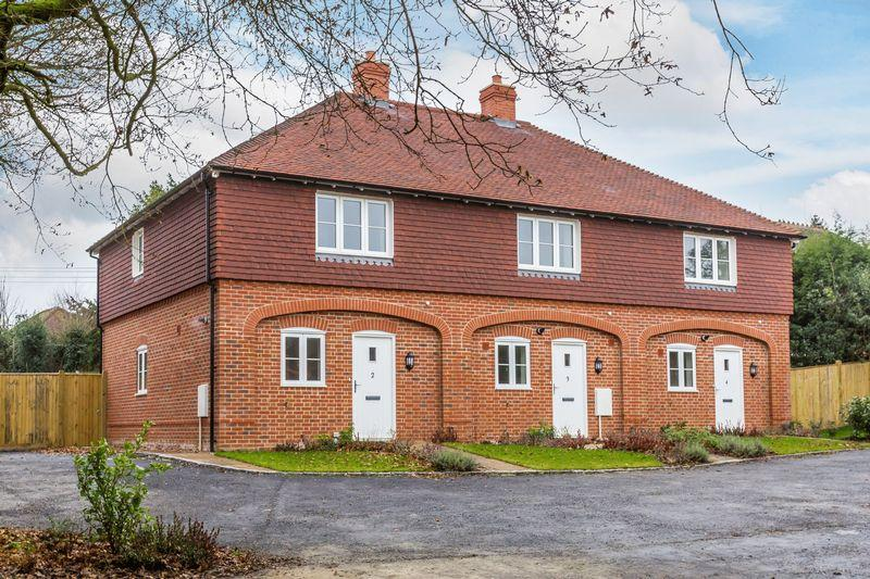 2 Bedrooms Terraced House for sale in Ockley