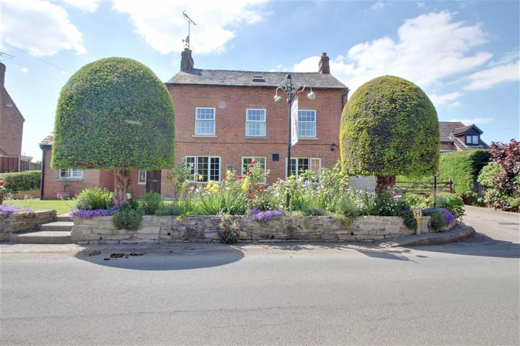 5 Bedrooms Detached House for sale in The Village, Ashleworth, Gloucester