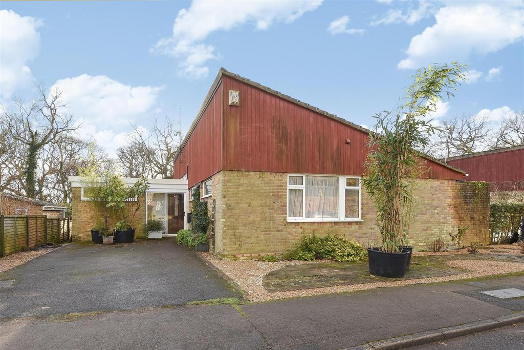 3 Bedrooms Bungalow for sale in Birch Close, Arundel