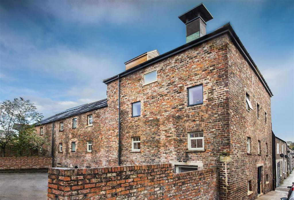 2 Bedrooms Town House for sale in 5 Clementhorpe Maltings, Lower Darnborough Street, York