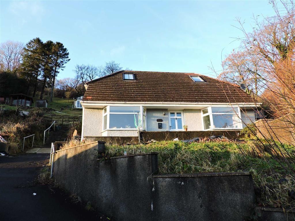 3 Bedrooms Detached Bungalow for sale in Graig Road, Godrergraig
