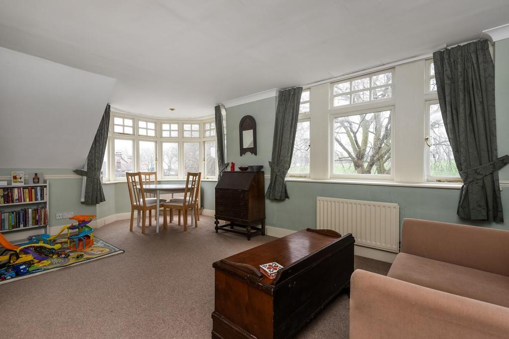 2 Bedrooms Flat for sale in Hilly Fields Crescent, Brockley, SE4