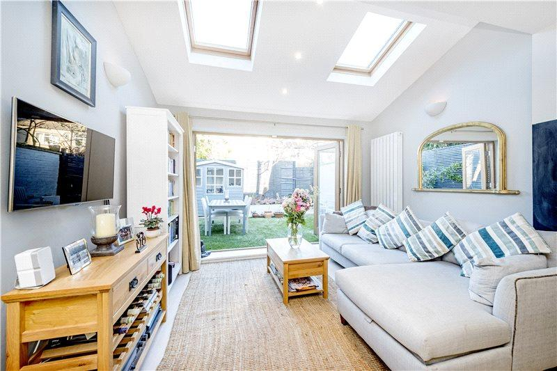4 Bedrooms House for sale in Priests Bridge, London, SW15