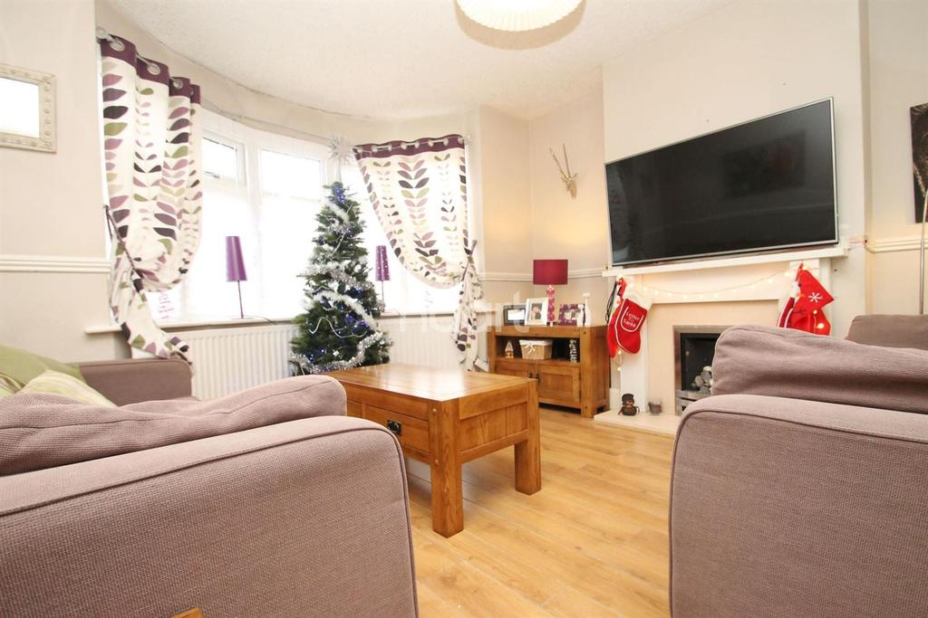 3 Bedrooms Semi Detached House for sale in Saxville Road, Orpington