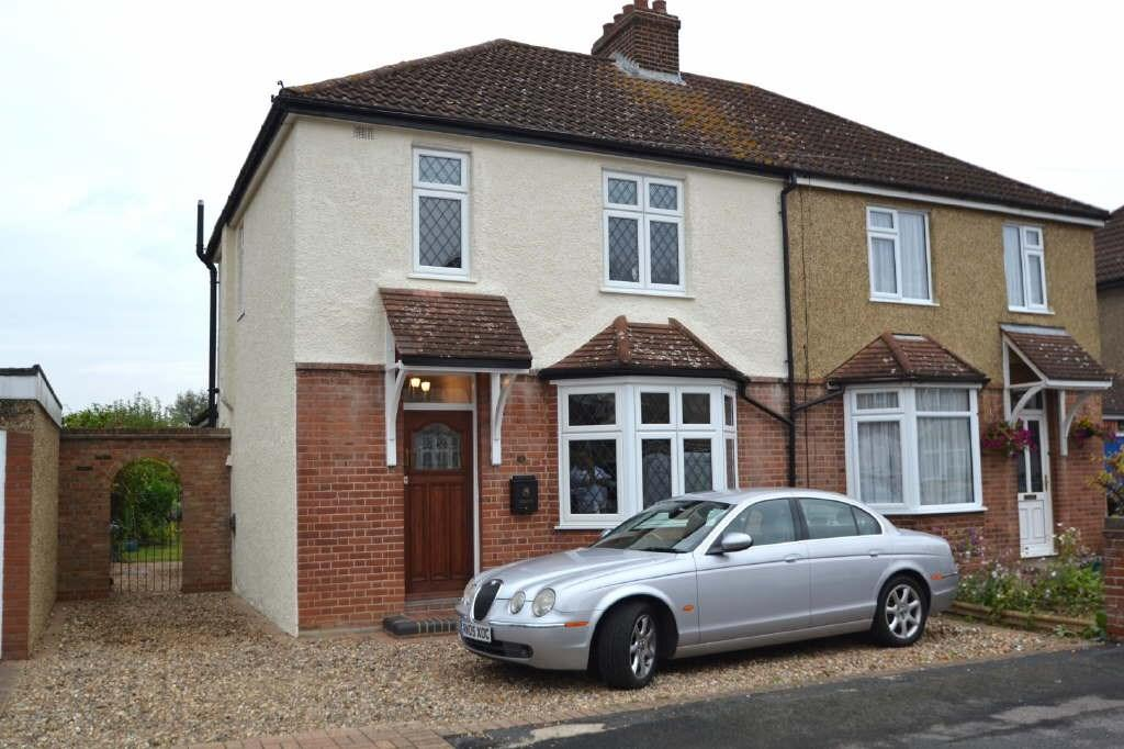 3 Bedrooms Semi Detached House for sale in Bushby Avenue, Broxbourne, EN10