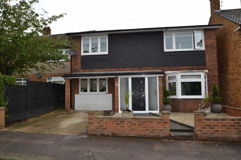 3 Bedrooms Detached House for sale in St. Marys Road, Cheshunt, EN8