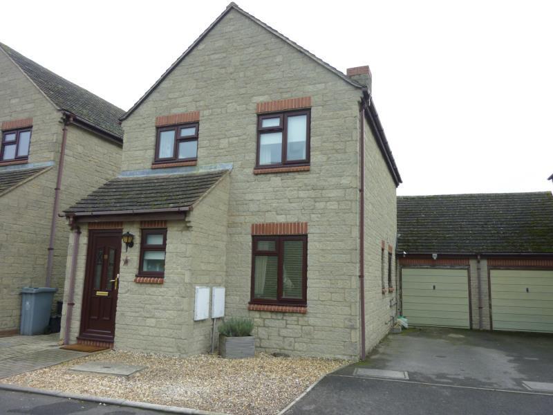 3 Bedrooms Link Detached House for sale in Chestnut Close, Brize Norton, Oxon