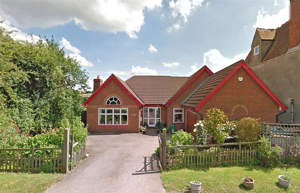 4 Bedrooms Detached Bungalow for sale in Dayhouse Bank, Romsley, HALESOWEN, Worcestershire