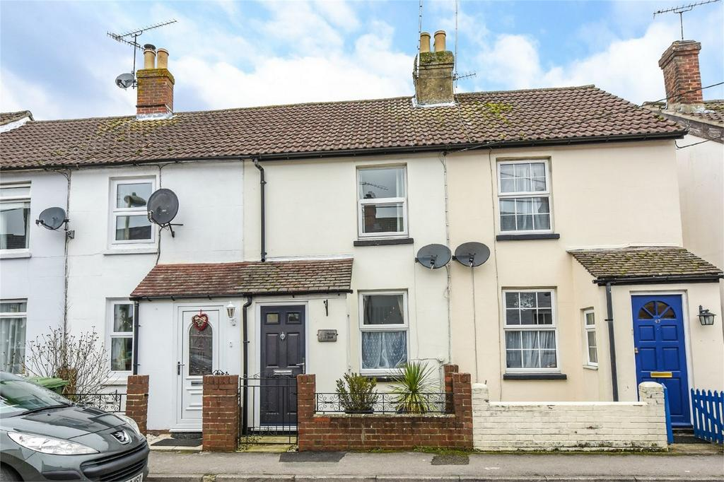 2 Bedrooms Terraced House for sale in Victoria Road, ALTON, Hampshire