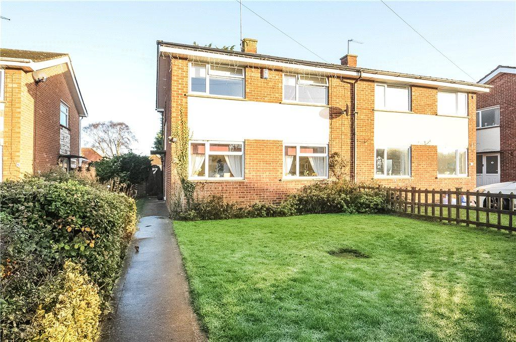 3 Bedrooms Semi Detached House for sale in Greenaway Close, Blisworth, Northamptonshire