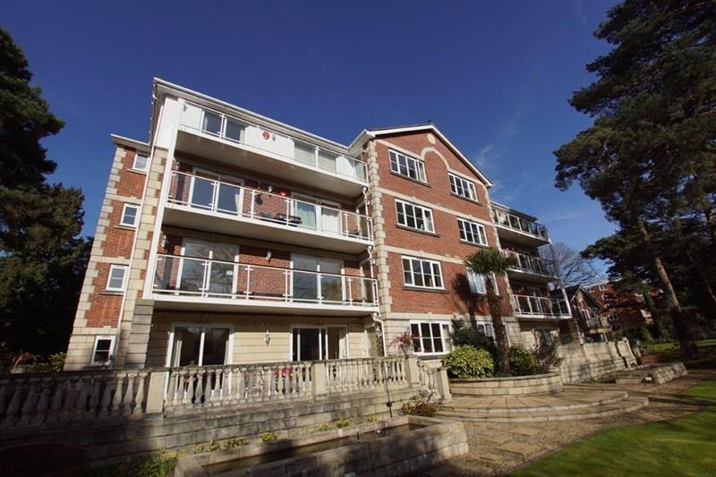 3 Bedrooms Apartment Flat for sale in Burton Road, Branksome Park, Poole