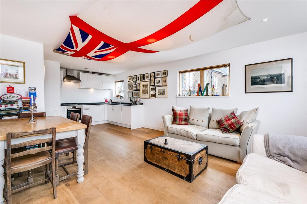 2 Bedrooms Flat for sale in Munster Road, Parsons Green, London