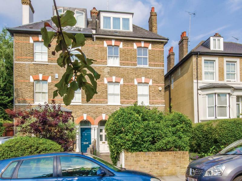 6 Bedrooms Semi Detached House for sale in Eastern Road, N2