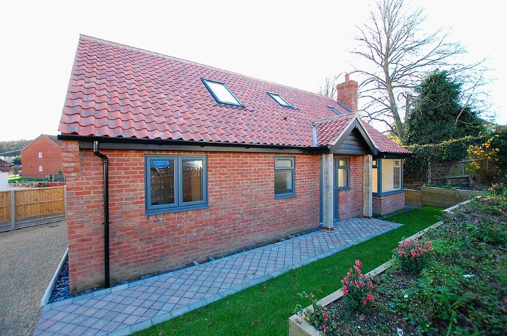 3 Bedrooms Detached Bungalow for sale in Station Road, Cromer