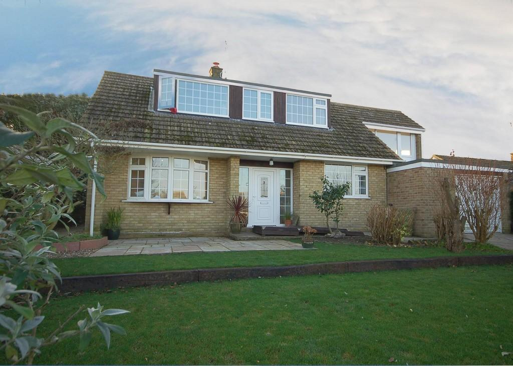 5 Bedrooms Detached House for sale in Hilllside Road, Beeston Regis, Sheringham