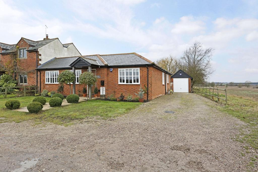 3 Bedrooms Detached Bungalow for sale in Blackmore Road, Highwood, Chelmsford, Essex, CM1