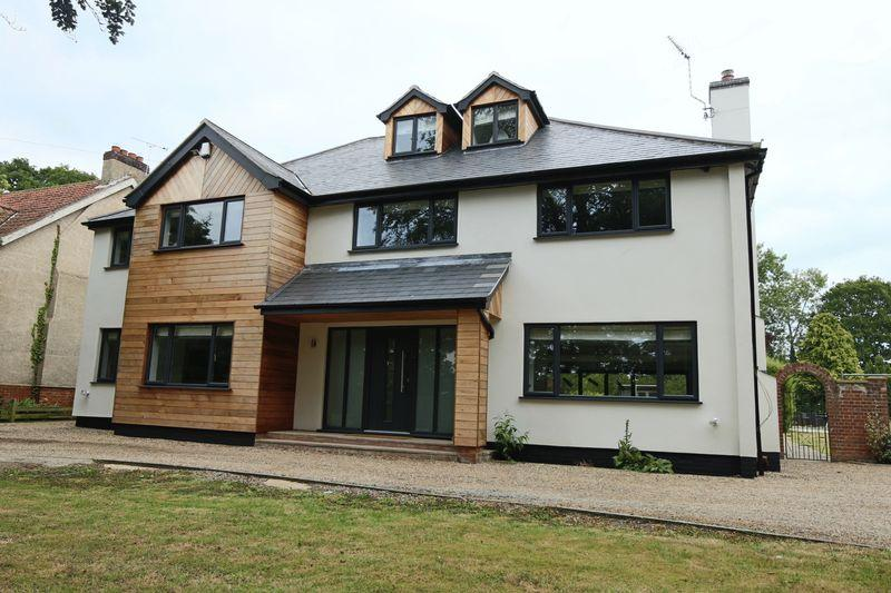 5 Bedrooms Detached House for sale in Yarmouth Road, Lowestoft