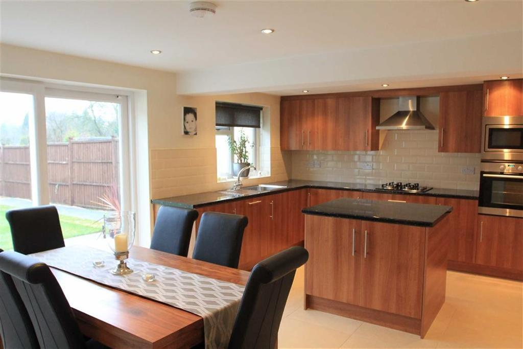 3 Bedrooms Bungalow for sale in Martin Avenue, Kirby Muxloe, Leicester