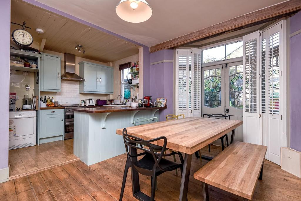 4 Bedrooms Terraced House for sale in River Avenue, Palmers Green, N13