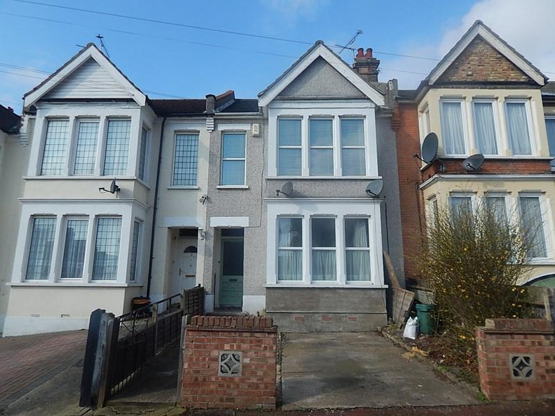 2 Bedrooms Ground Flat for sale in Leamington Road, Southend-On-Sea