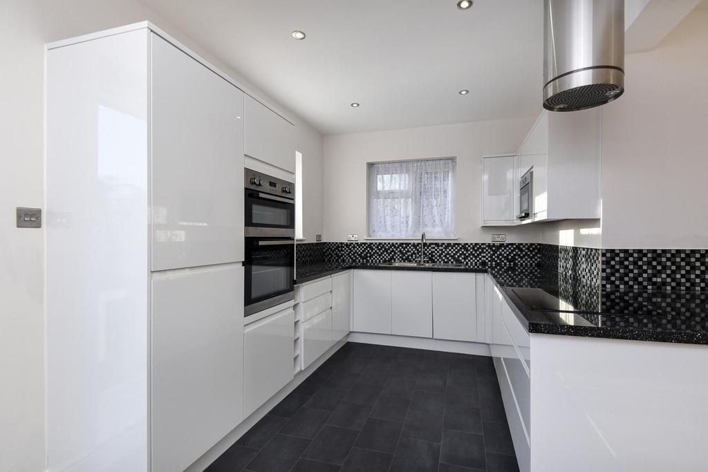 4 Bedrooms Semi Detached House for sale in Broadmead, Bellingham, SE6