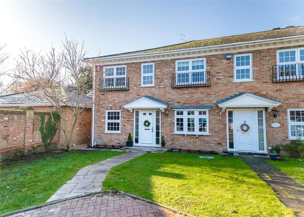 3 Bedrooms House for sale in Dell Close, Farnham Common, Bucks