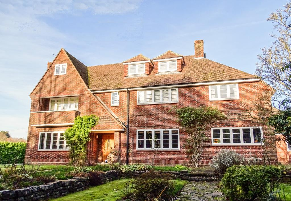 5 Bedrooms Detached House for sale in Bursledon