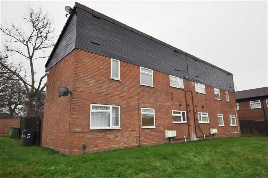 3 Bedrooms Flat for sale in Marston Close, Leamington Spa