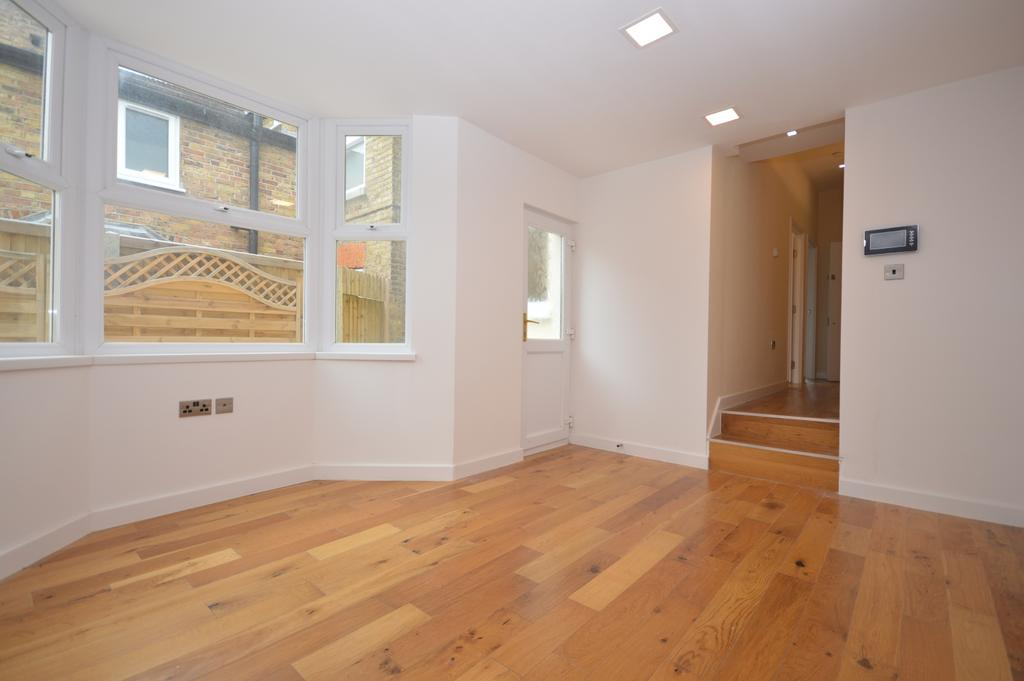 2 Bedrooms Flat for sale in Wellfield Road Streatham SW16