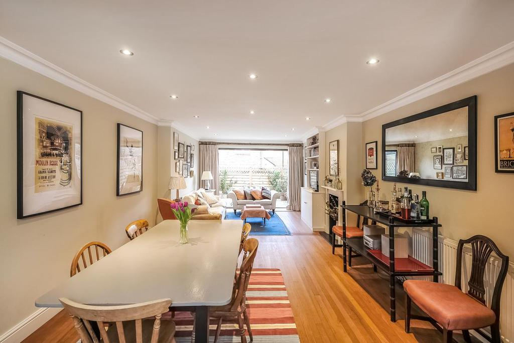 3 Bedrooms Terraced House for sale in Micklethwaite Road, Fulham, SW6