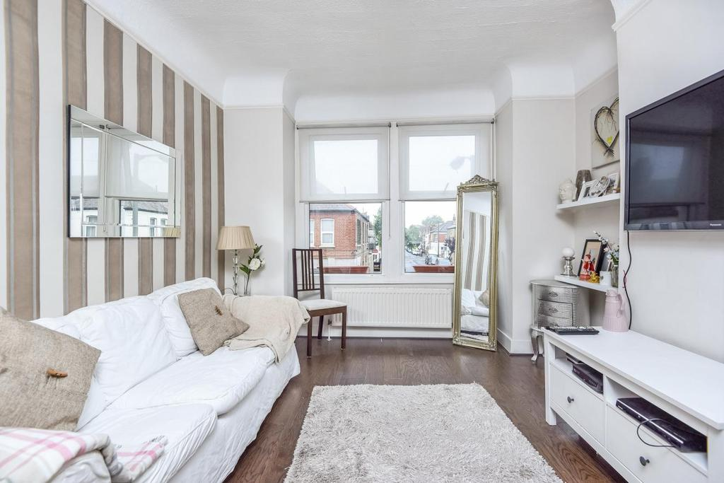 2 Bedrooms Maisonette Flat for sale in Khartoum Road, Tooting, SW17