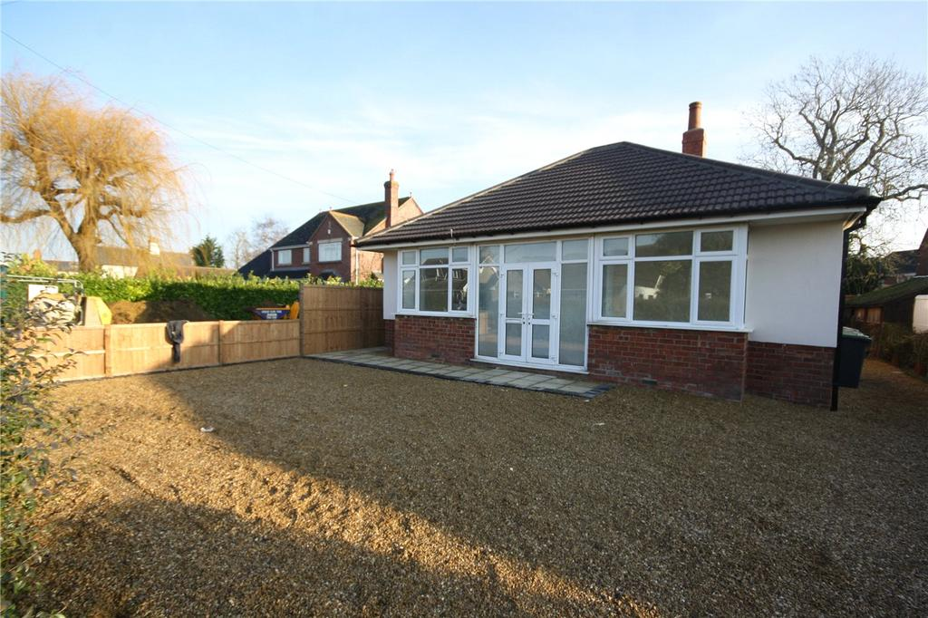 3 Bedrooms Detached Bungalow for sale in Leasingham Lane, Ruskington, Sleaford, Lincolnshire, NG34