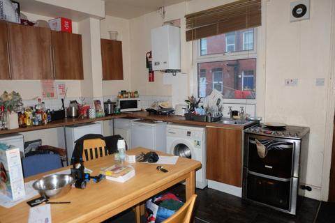 6 bedroom house to rent - Newport Gardens, Headingley