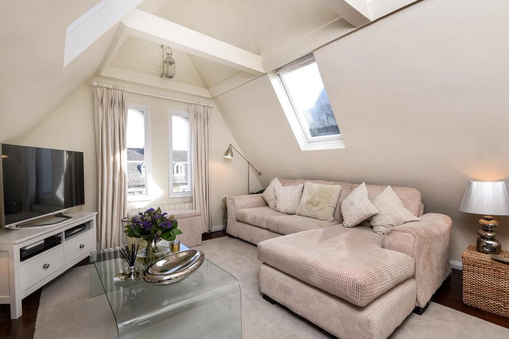 3 Bedrooms Flat for sale in Auckland Road, Battersea, SW11