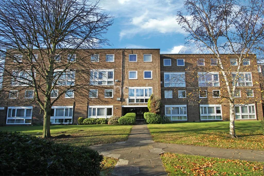 2 Bedrooms Flat for sale in Helmsley, south Woodford, E18
