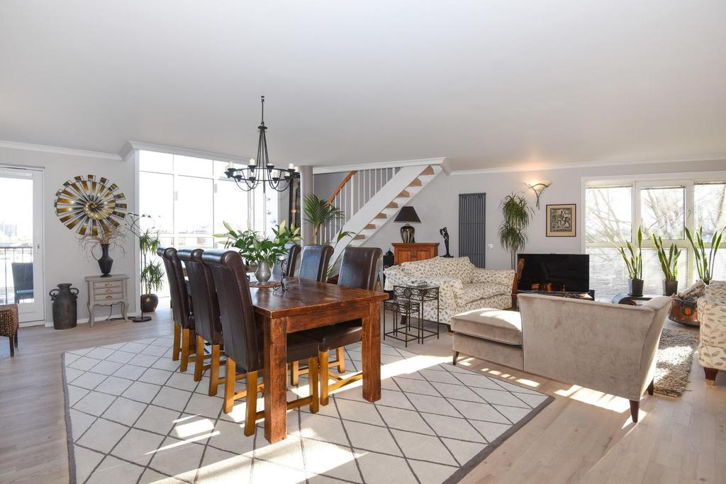 3 Bedrooms Flat for sale in Princes Court, Surrey Quays, SE16