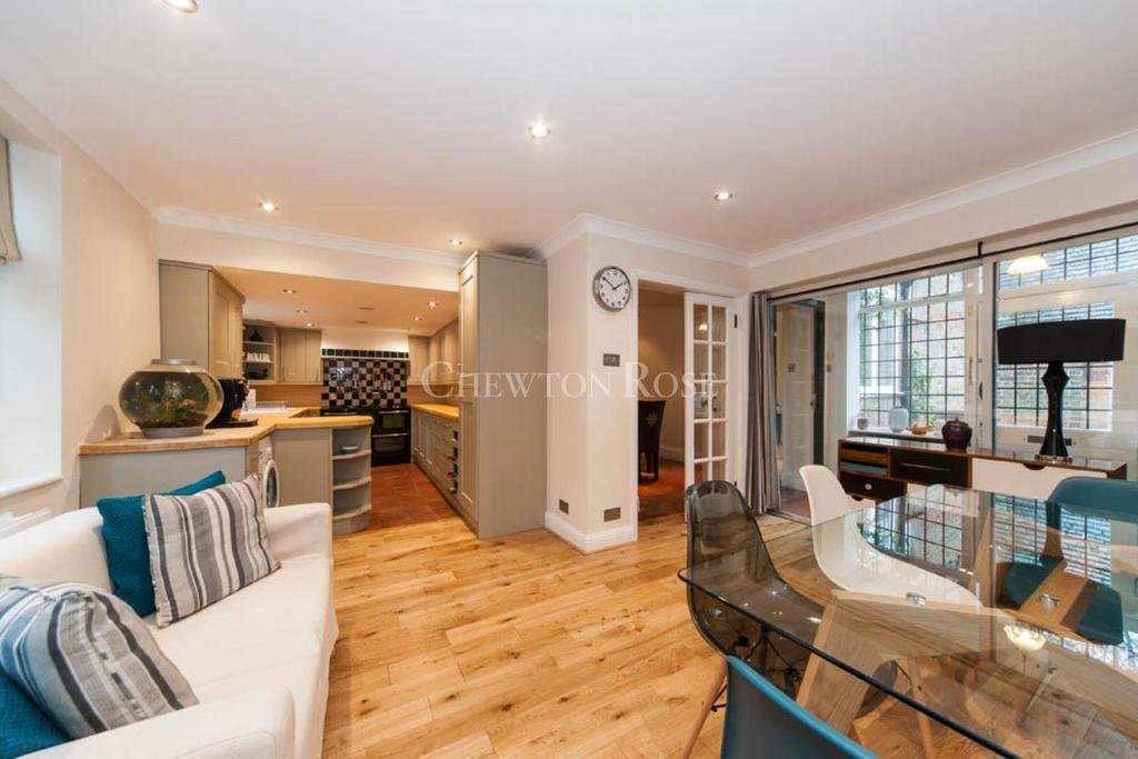 3 Bedrooms Lodge Character Property for sale in Gerrards Cross, Buckinghamshire