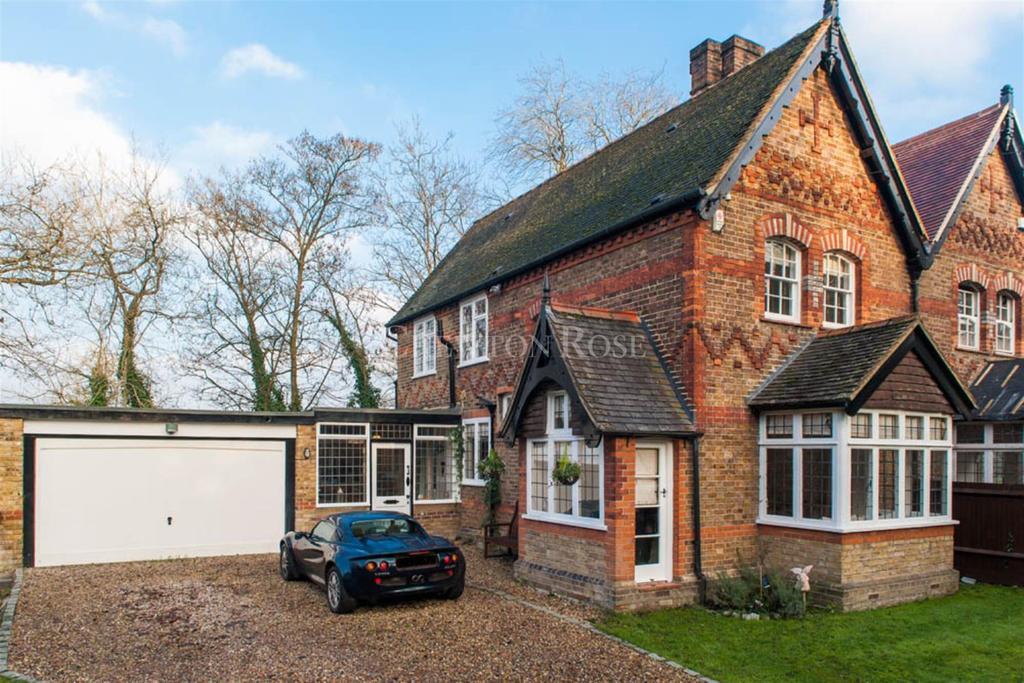 3 Bedrooms Semi Detached House for sale in Gerrards Cross, Buckinghamshire