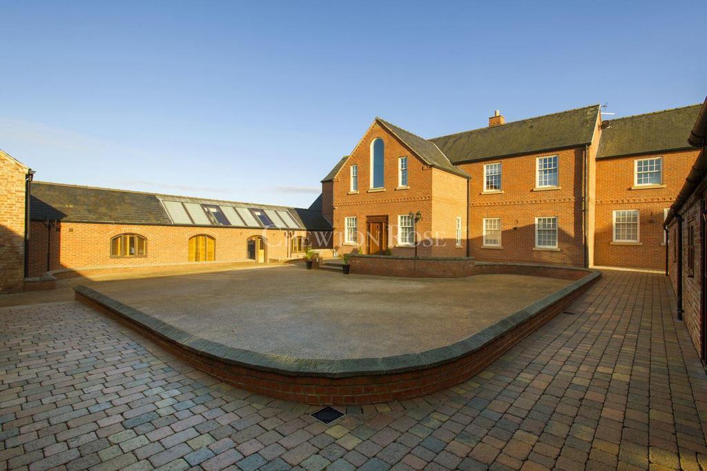 5 Bedrooms Detached House for sale in North Muskham , Newark, Nottinghamshire