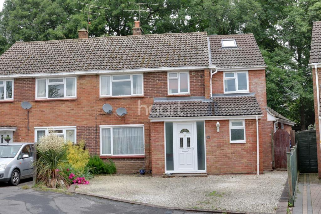 5 Bedrooms Semi Detached House for sale in Whittle Crescent, Farnborough