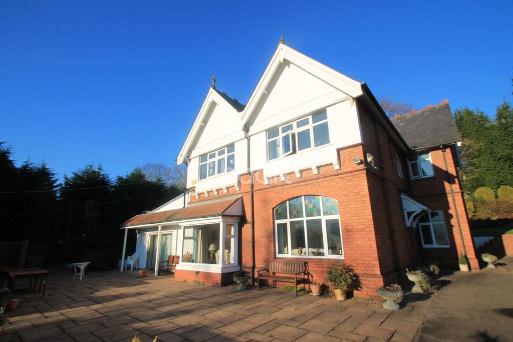 4 Bedrooms Detached House for sale in Manor Road, Risca, Newport,