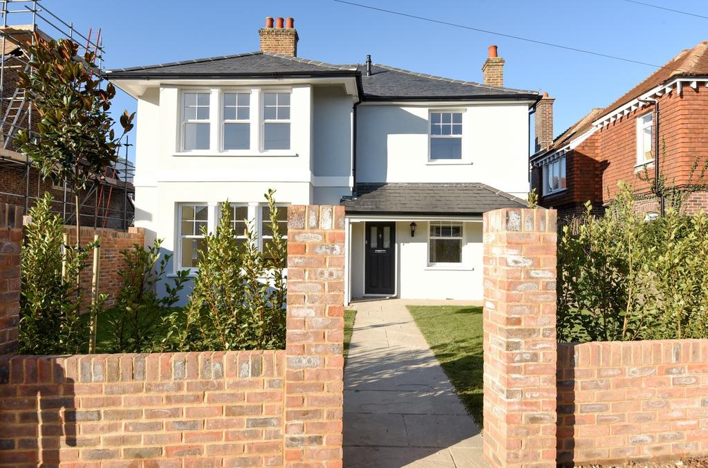 3 Bedrooms Detached House for sale in Victoria Drive, Bognor Regis, PO21