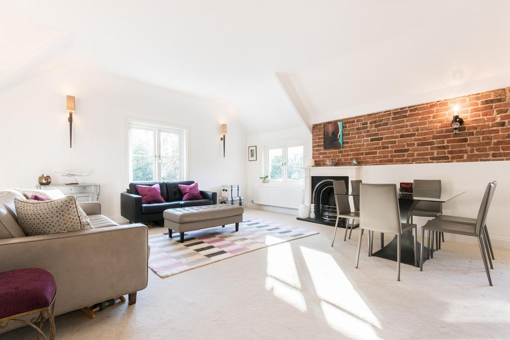 2 Bedrooms Apartment Flat for sale in Sandgate, Esher