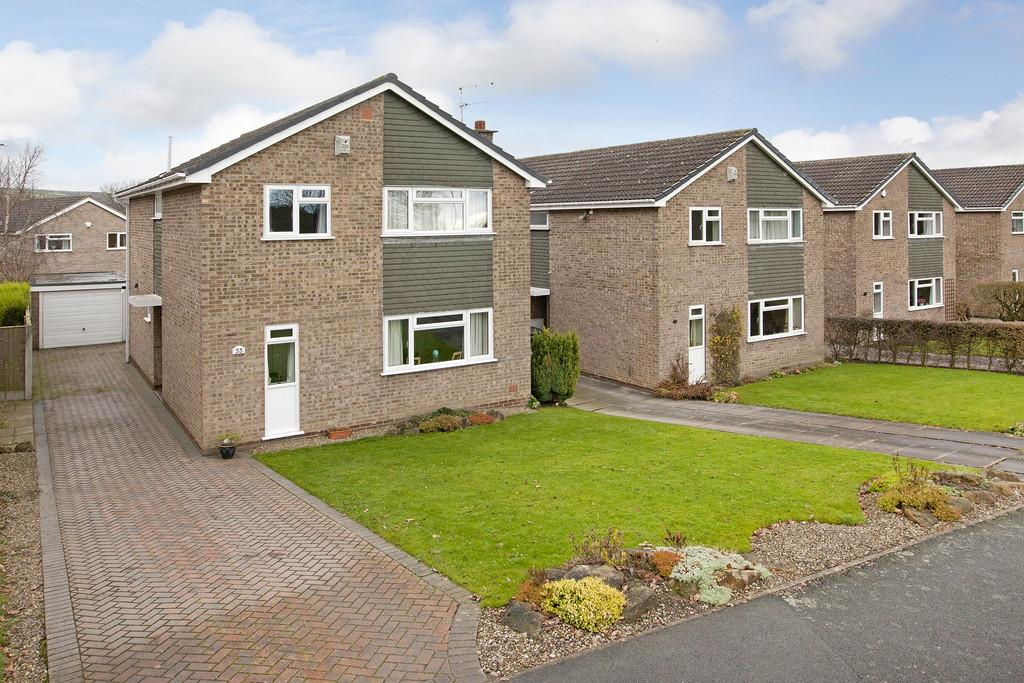 4 Bedrooms Detached House for sale in Coach Road, Guiseley